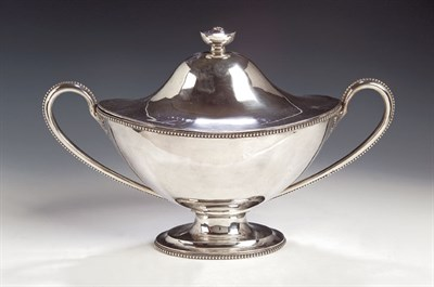 Lot 39 - A George III silver soup tureen and cover,...