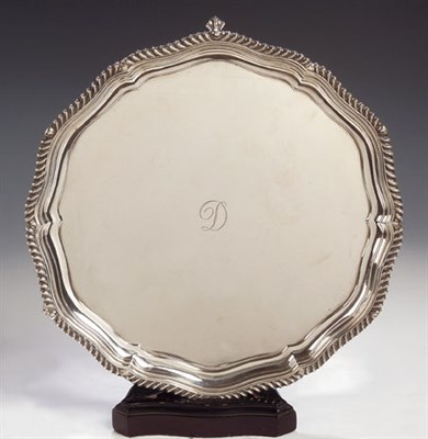 Lot 14 - An Edwardian silver salver, with marks for 'H...